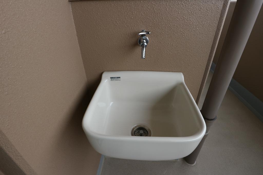 スロップシンクあり。汚れものを分けて洗えるので、とっても便利ですよ♪