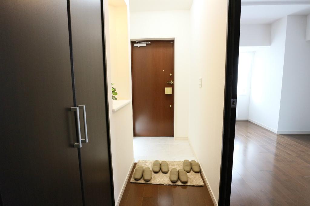 玄関付近の収納スペース充実!ご家族の靴や外遊びの道具も整理できますよ♪