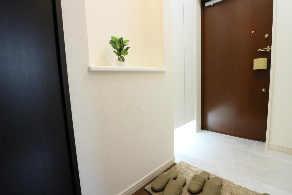 清潔感のある玄関には小物を飾るスペースもあり、玄関回りをご自由に演出して頂けます。