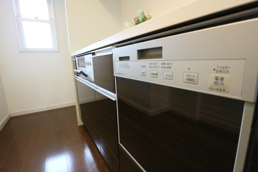 嬉しい食器洗い乾燥機付き!家事時間を短縮し、他のことに貴重な時間を使って頂けます。