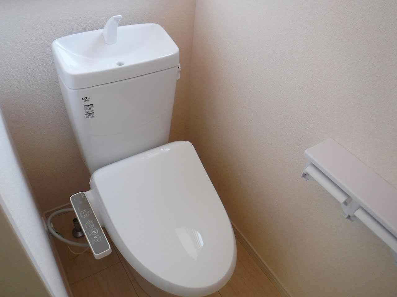 快適な温水洗浄便座付♪ 施工事例。実際のものと異なります。