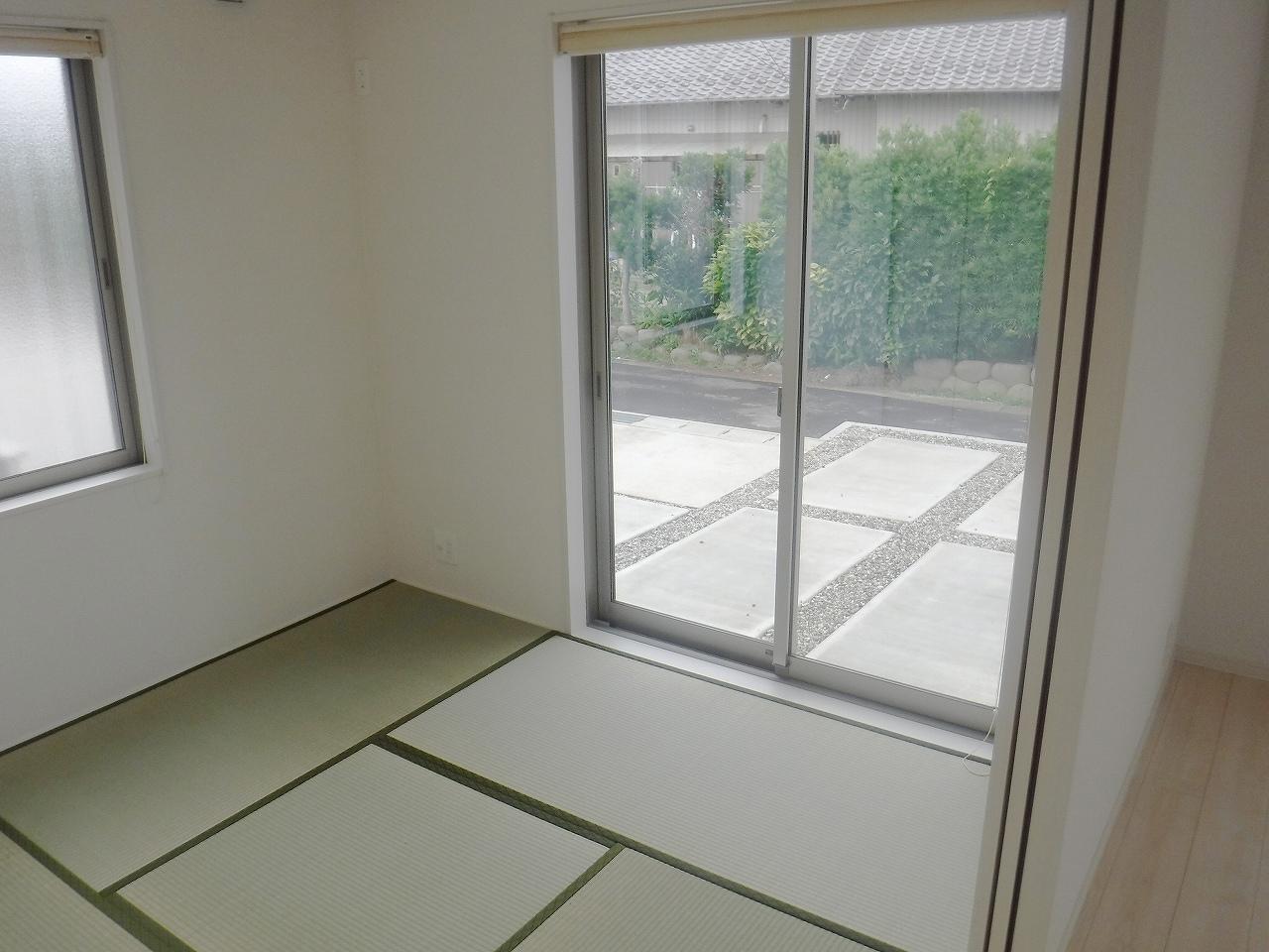 小さなお子様のいる方におすすめ♪リビング横に和室のあるタイプの間取りです♪施工事例。実際のものと異なります。