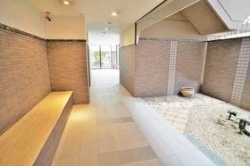 平成築の新しいマンションです♪ 共用部もキレイに管理されています♪