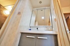 鏡裏の収納スペースもたっぷりな洗面化粧台♪ 【エコハンドル】よく使う位置を水にしてお湯を節約!水を出しているつもりで、実は給湯器が稼動しているといったムダな給湯エネルギーを使いません♪