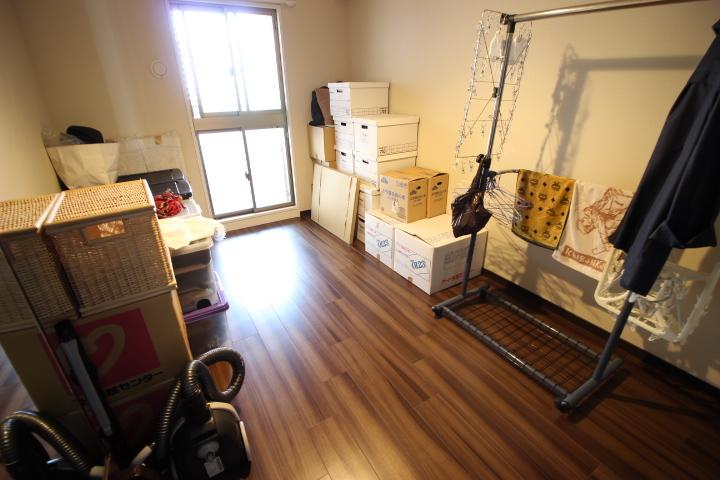 約6.3帖洋室 たっぷりの収納力を備えたウォークインクロゼットがついた居室です