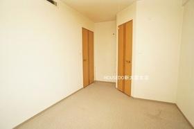 6.3帖の洋室部分。 室内キレイにお使いです♪ こちらのお部屋には広々ウォークインクローゼットがございます♪