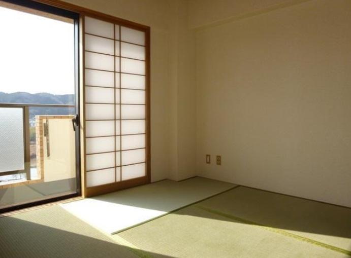 陽当りが良く明るくて寛げる和室です。