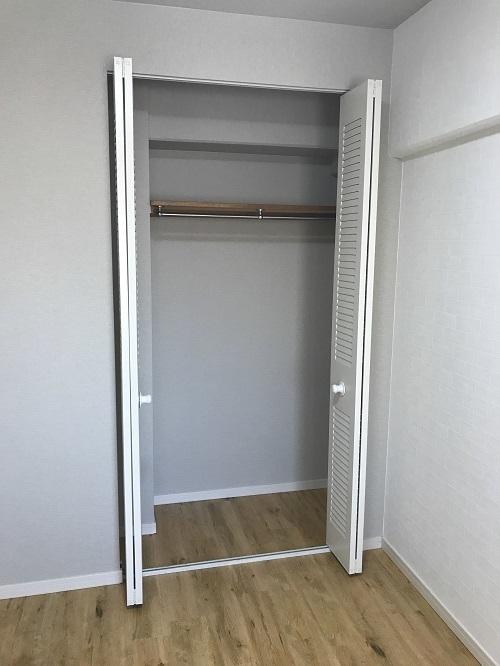寝室にも収納スペース