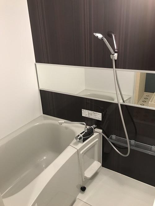 シックな感じの浴槽でゆっくり入浴タイム!