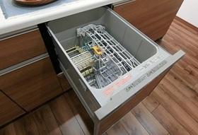 食洗機完備なので 食事の後片付けも楽々♪  乾燥もでき食器の衛生面でも 安心ですよね