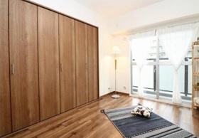 明るい洋室は家具を置いても ゆったりスペースがあります  子供部屋としての利用はもちろん 書斎や趣味のお部屋にも対応