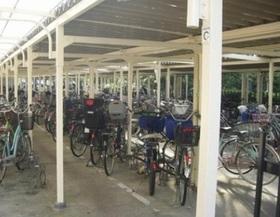 駐輪場は屋根付きなので 雨や日焼けから 大切な自転車も守れます