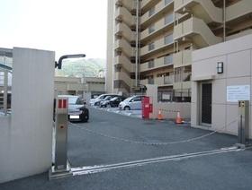 駐車場は現在空き有り  料金は月額5000円です  空き状況は都度ご確認ください