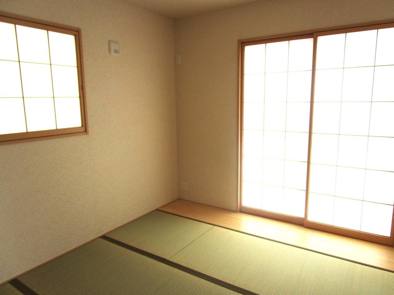 リビング横に和室があります