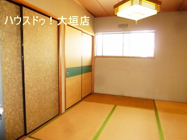 収納も2ヶ所ございます。  2階和室