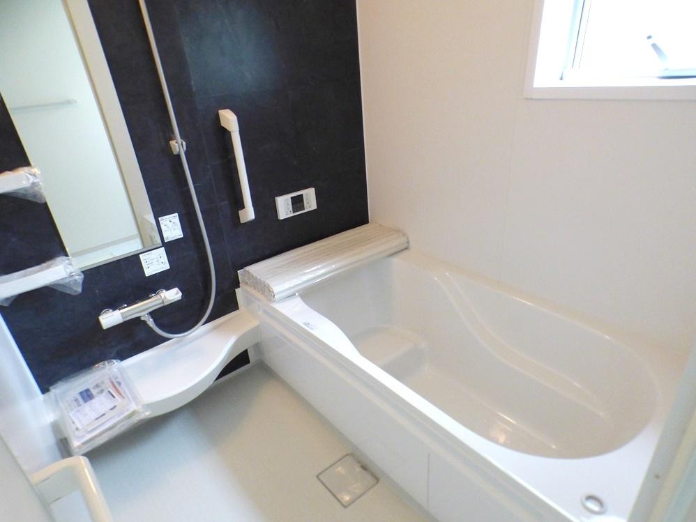 ◎浴室:2号棟(5/12撮影) 1坪以上広さを設けた浴室でゆったりバスタイム!くつろぎの一時を。