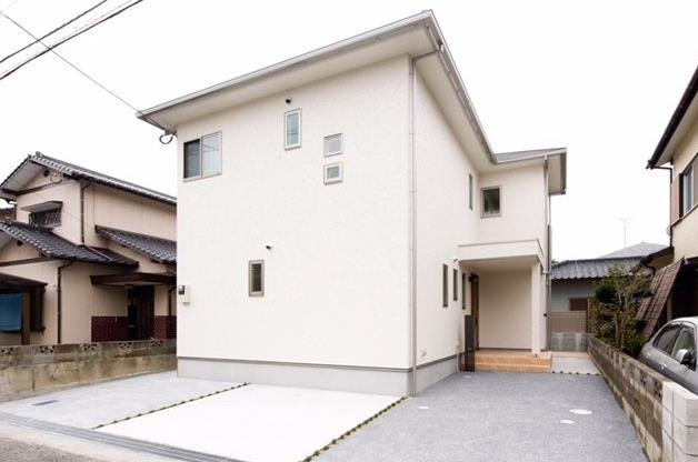 【外観写真】 築浅6年洋風邸宅♪リビング広々♪リビング階段・吹き抜けあります♪