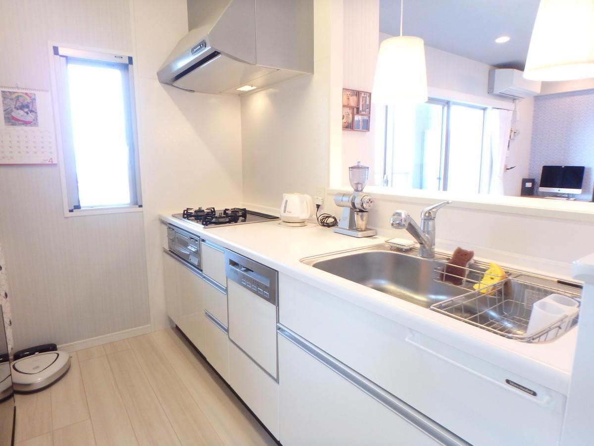 ゆとりあるキッチンに食洗機付なので効率よくお料理が出来ます!