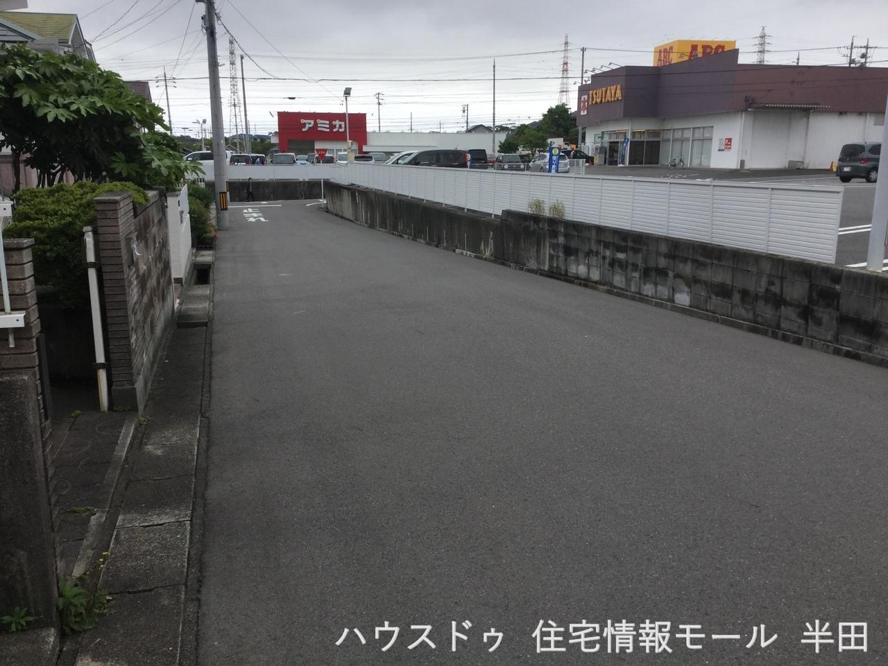 北側 公道 約6m 駐車が苦手なママにも嬉しい前面6m道路に面した住まい