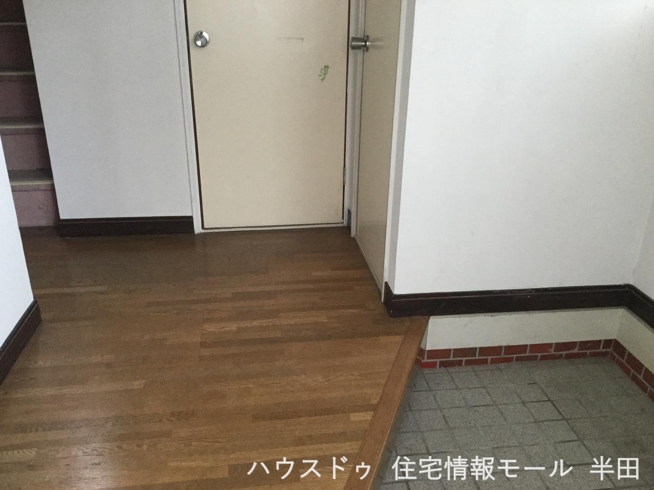 明るくすっきりとした玄関です 下駄箱を設置する十分なスペースがありますね