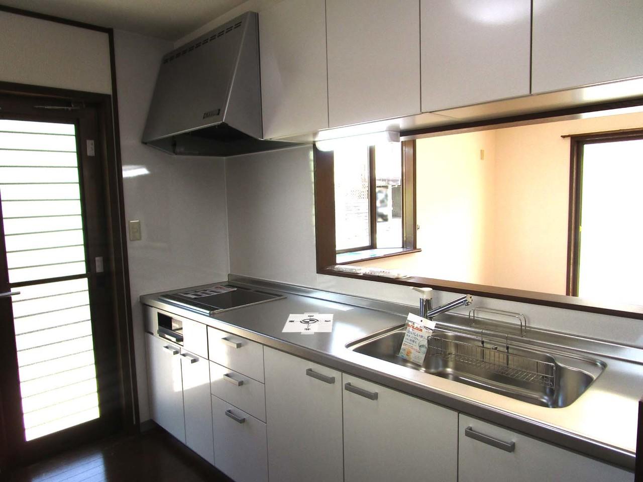 システムキッチン新品です 対面キッチンでリビングが見渡せます