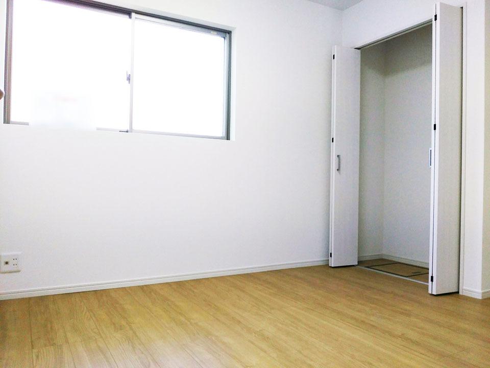 1階6帖洋室です♪1階は他にもう2部屋居室がありますので、平屋同様の生活が出来ますよ♪