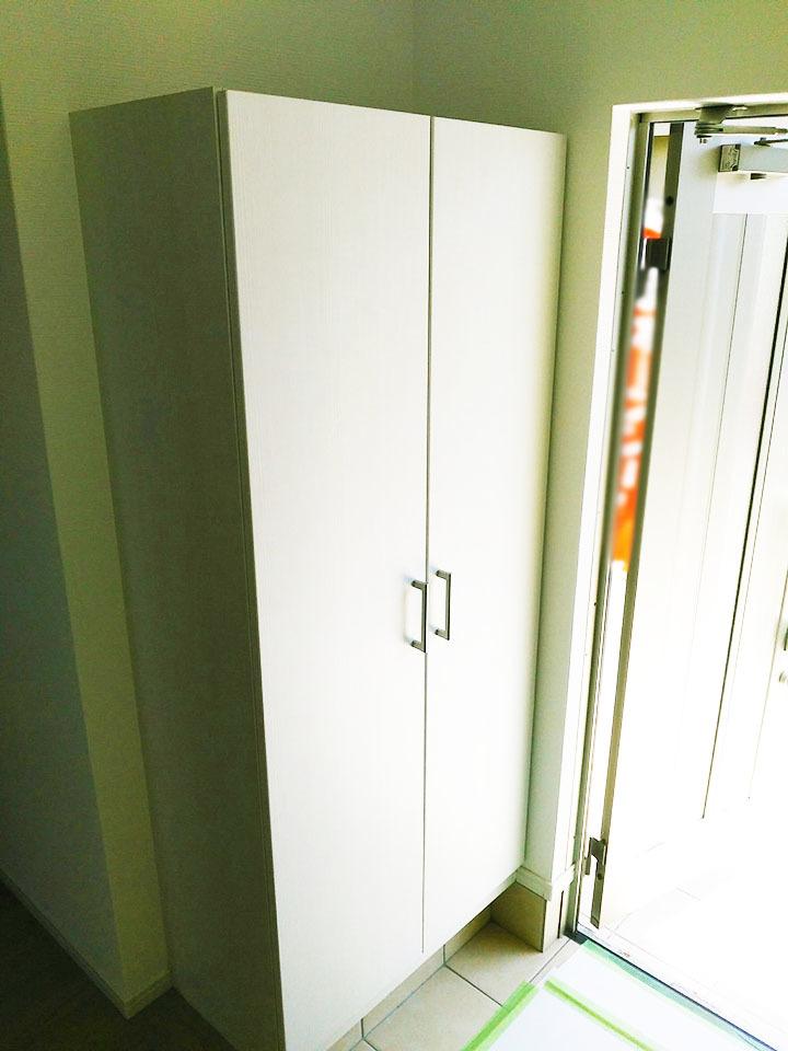 大収納のシューズボックス♪玄関横にあるだけで玄関がスッキリしますよね♪玄関がキレイだと運気が上がるとか・・・♪