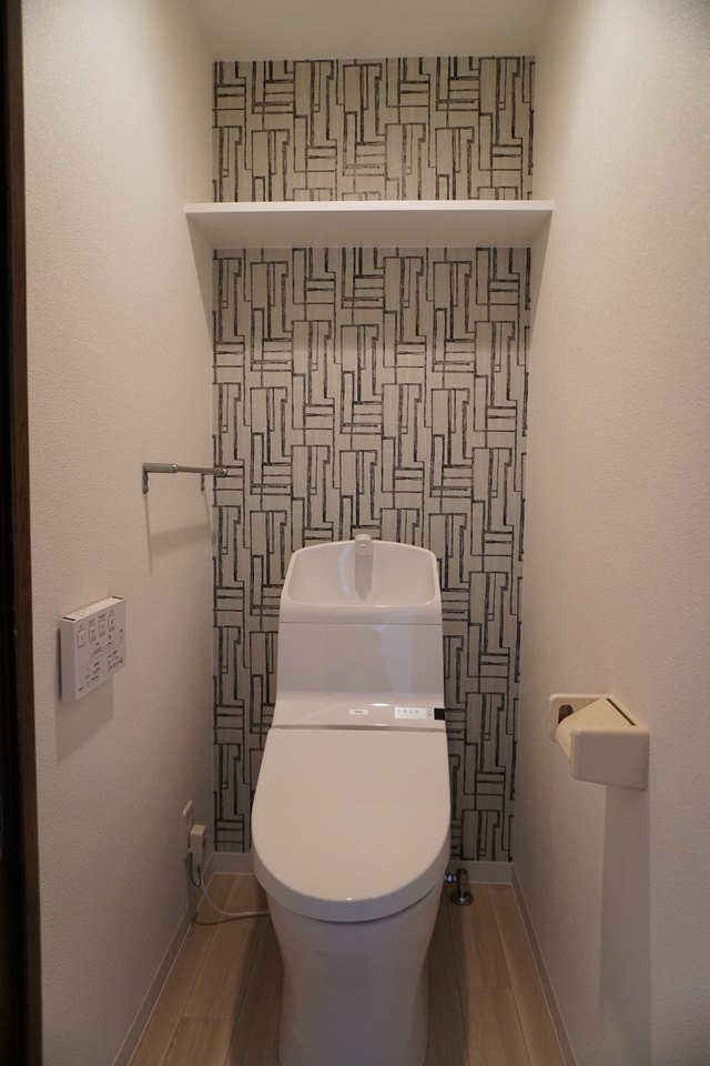リフォーム済で清潔感溢れるトイレです。