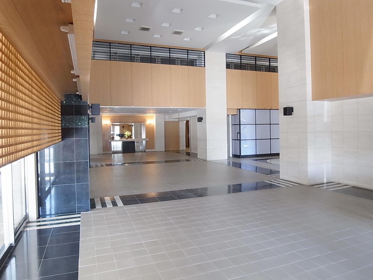 開放的なエントランスホール
