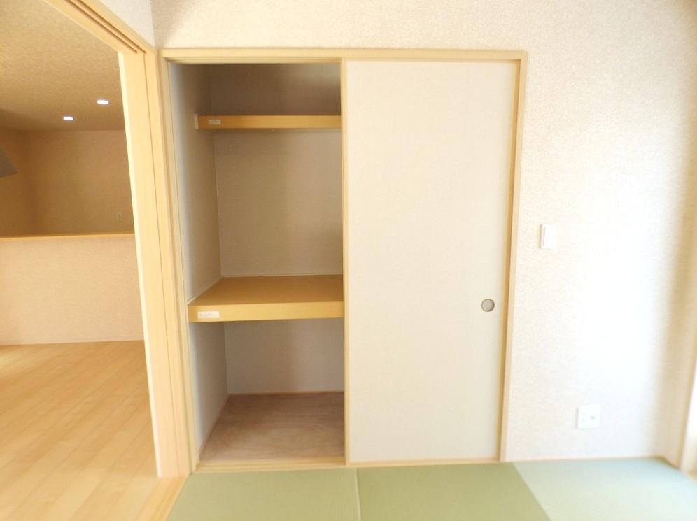◎押入:3号棟(5/12撮影) 和室の収納は押入れに。ご来客用のお布団の収納にも重宝します。クローゼットとは違う収納しやすさがありますね。