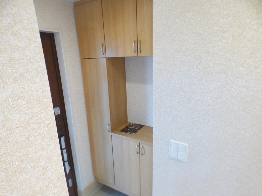 ◎玄関:3号棟(5/12撮影) 玄関ドアはスマートコントロールキー搭載です。手荷物が多いときは、簡単に開けられるので便利です!