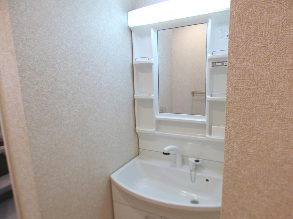 ◎洗面台:3号棟(5/12撮影) リビングから洗面へ出入りできるので、家事導線も短く、奥様の家事もスムーズに!
