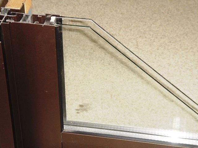 同仕様写真 各居室およびリビングにはLOW-eペアガラスを採用しています 断熱効果や遮音性に優れ冬時期の結露なども防ぎます 防犯面にも有効です