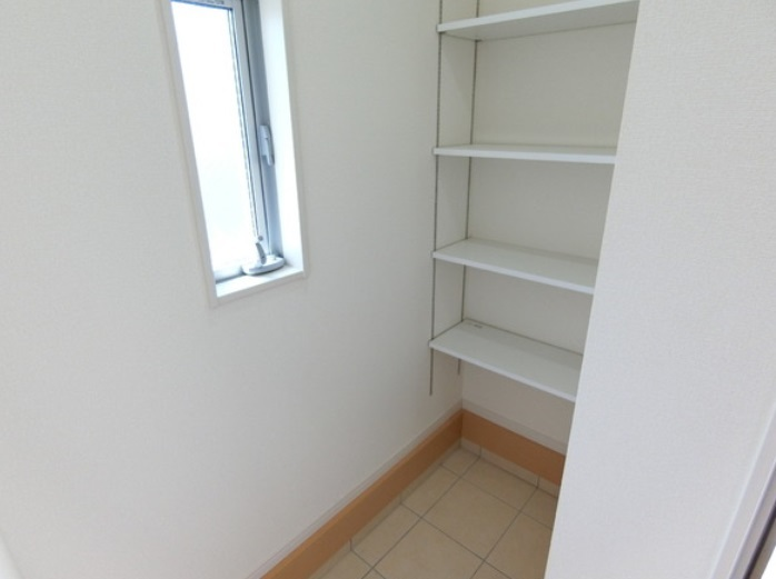 玄関にはシューズインクローク完備で 散かりがちな玄関もスッキリ収納できます