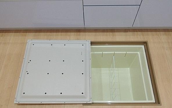 1階のキッチンと洗面所には床下を収納スペースとして有効利用できる床下収納庫を設置 プランによっては設置できない場合がございます