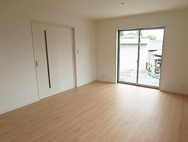 リビングは16帖ありますのでテーブルセットやソファーセットを配置しても十分なスペースが確保できます どんな家具でコーディネートしましょうか 楽しみですね