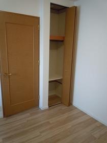 全居室収納もあるので 収納家具でお部屋が 狭くなる心配もございません