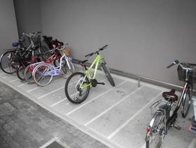 駐輪場もきちんと整頓されて 広いので出し入れ もしやすいですね