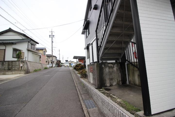 洋・和室が各1部屋ありバス・トイレ別の2LDKが全6室です