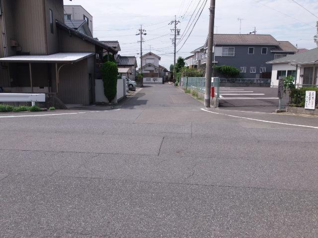 前面道路は、T字になっています。