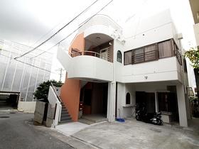 【外観写真】 角地!現在2階を月10万円で賃貸中!今後の2世帯住宅としてもご検討可能!駐車場1台分あり!