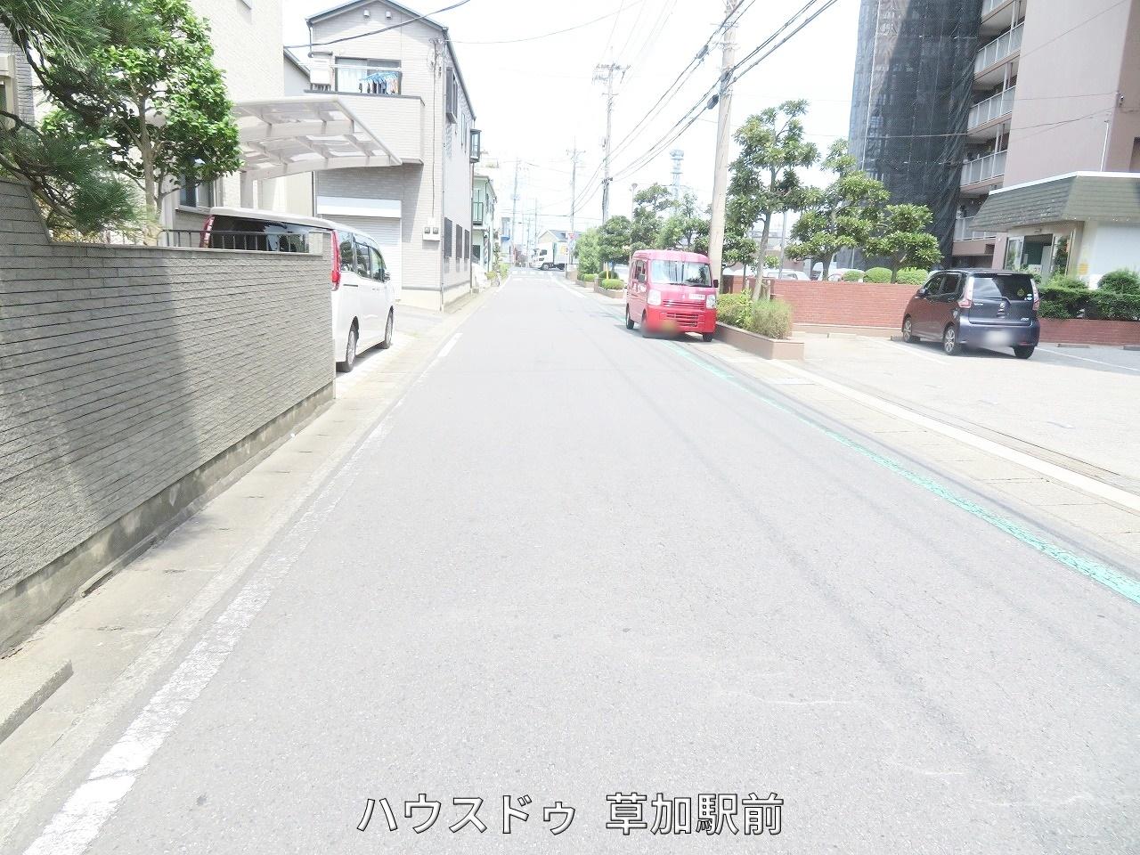 マンション前の前面道路です!