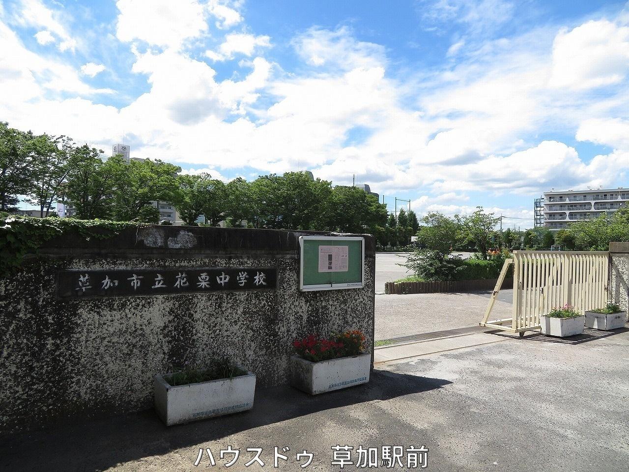 中学校徒歩約11分(約810m)m