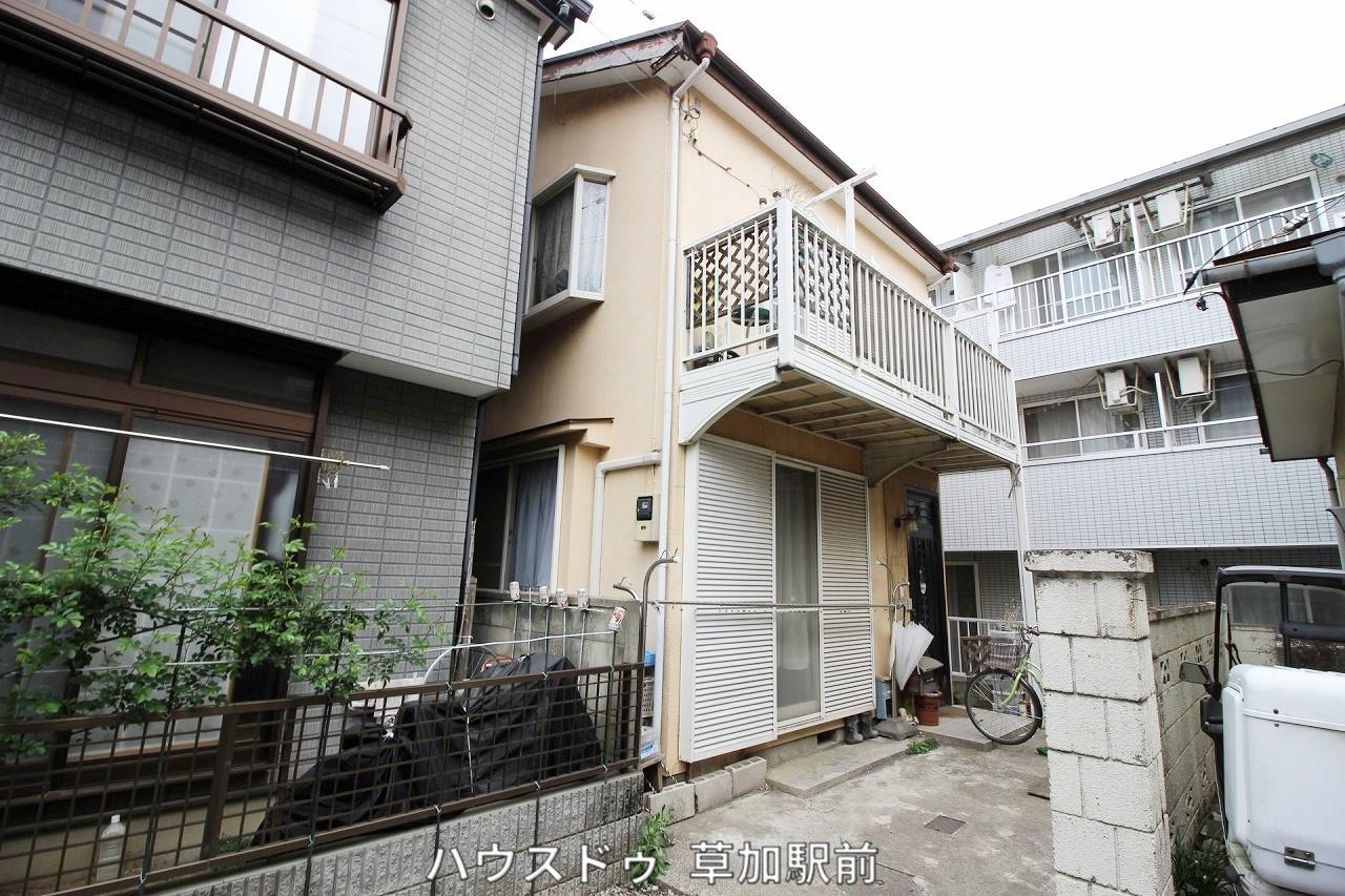 新宿小学校(910m)まで徒歩12分!