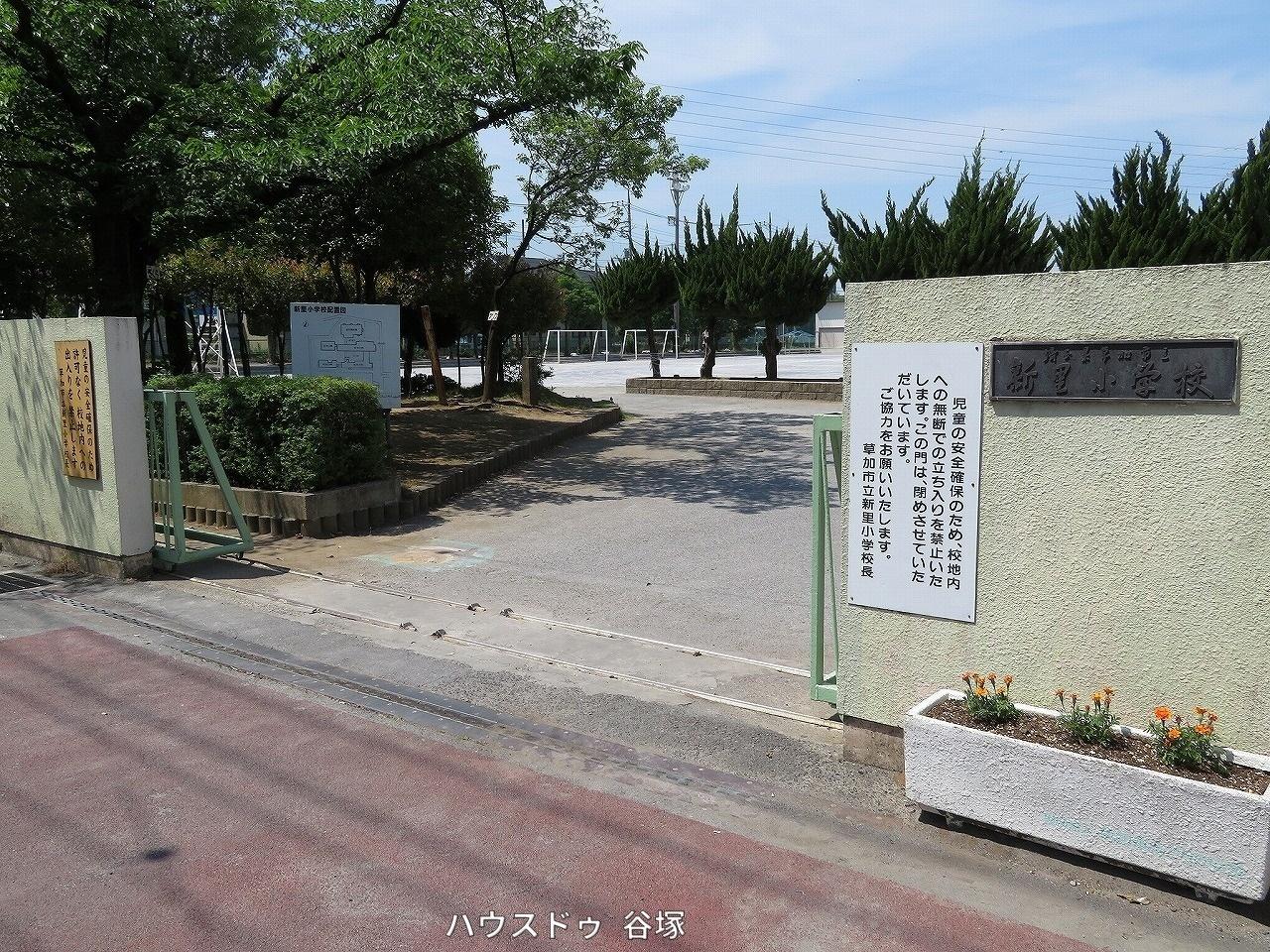 小学校徒歩7分(約487m)