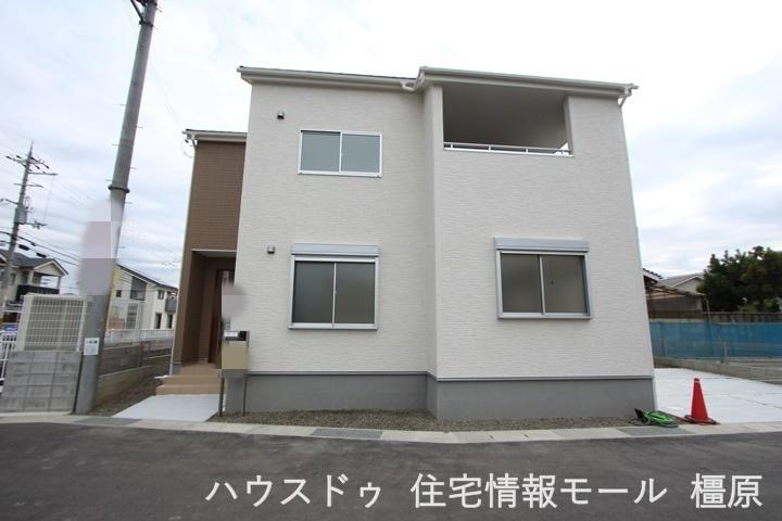 近鉄・JR田原本駅まで徒歩14分、小学校・スーパー・ドラッグストア・役場等が徒歩10分以内にそろう大変便利な立地です。(2021年9月撮影)