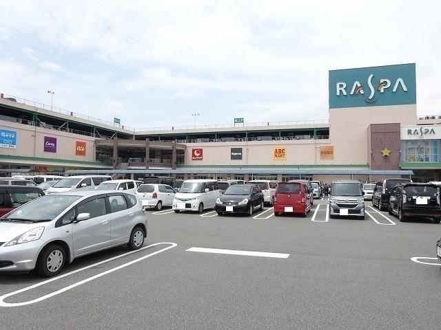 ショッピングセンター徒歩4分(約300m)