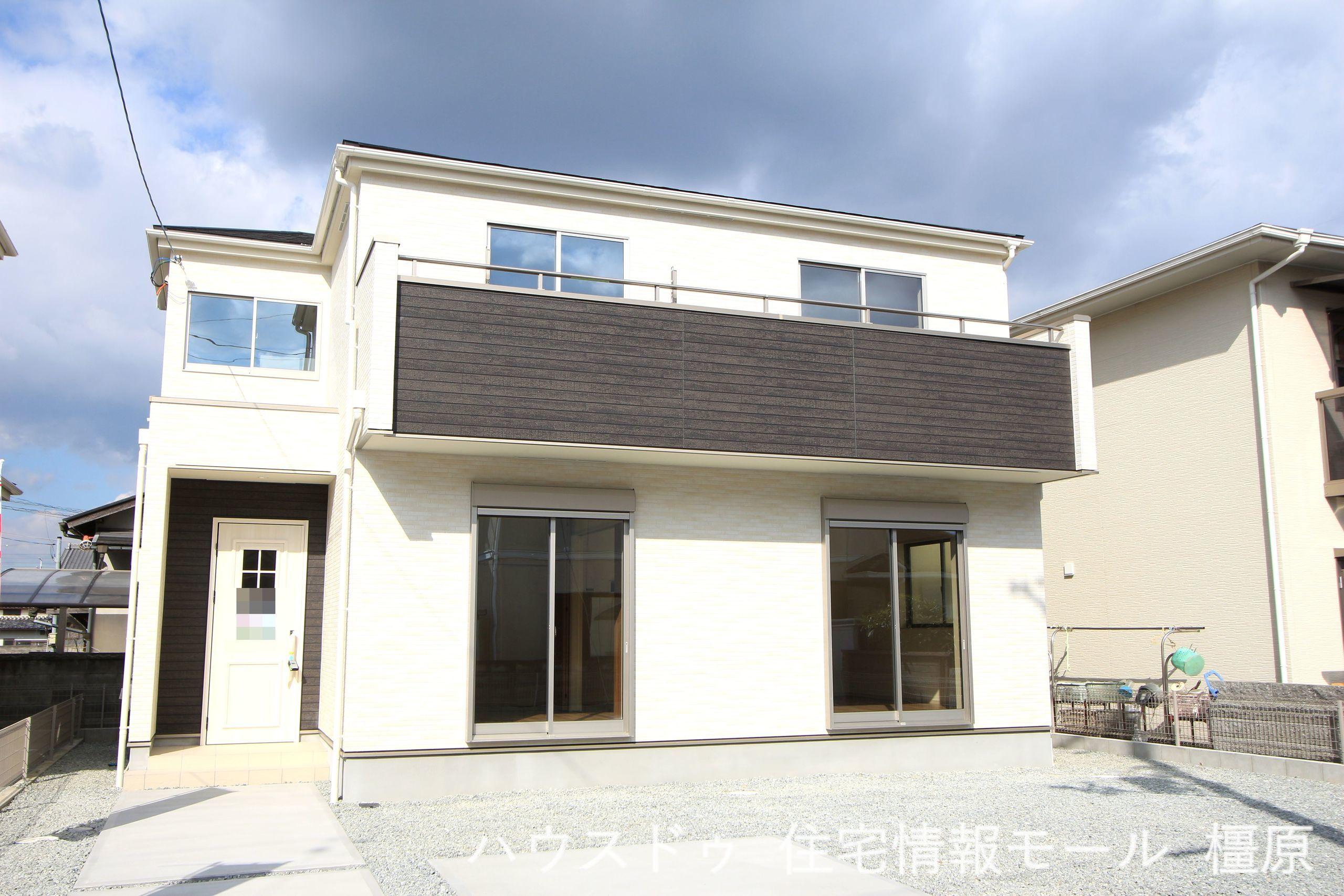 建築工事が始まりました。 基礎や構造部分もしっかりご確認頂けます。 モデルルームへのご案内も可能です。 (2021年10月撮影)