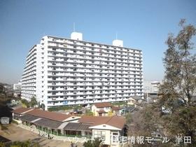 【外観写真】 古き良き街並みに佇む大規模マンション