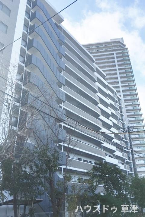 新快速電車停車駅のJR草津駅徒歩3分です。